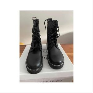 Steve Madden women boots size 7. New in box